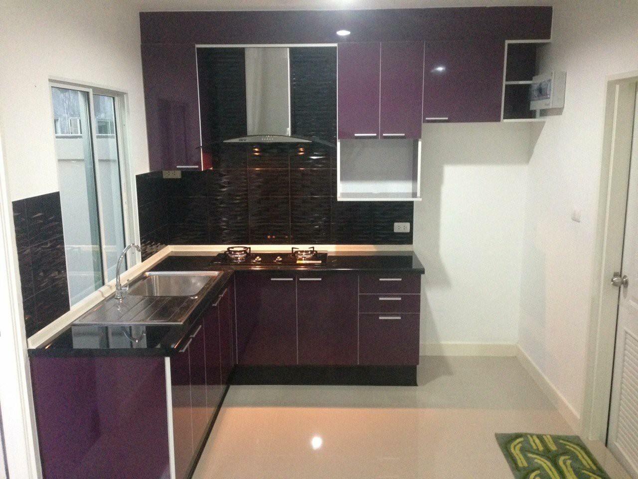 Dark Purple Modern Kitchen (ครัวบิวท์อินสไตล์โมเดิร์นสีม่วงเข้ม)