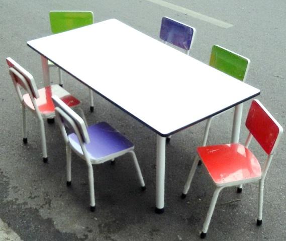 ชุดกิจกรรมเด็ก พร้อมเก้าอี้โครงเหล็กปิดผิวโฟเมก้าหลากสี สำหรับ 6 ที่นั่ง