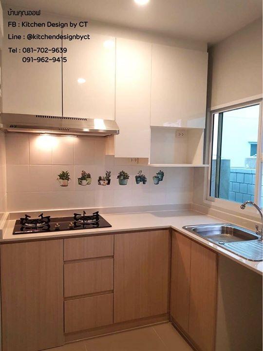 Woody - White Modern Kitchen (ชุดครัวบิวท์อินหน้าบานลายไม้และสีขาวเงาสไตล์โมเดิร์น)