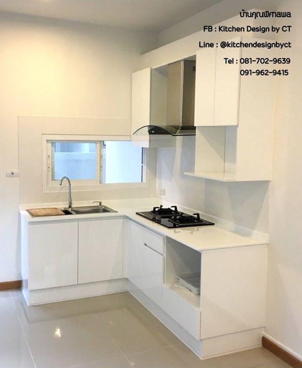 Glossy Supern White Kitchen (ครัวบิวท์อินสีขาวเงาสไตล์โมเดิร์น)