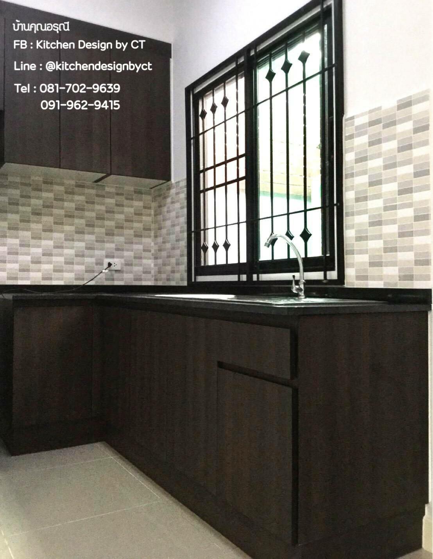 Dark Wooden Kitchen (ครัวบิ้วอินลายไม้สีเข้ม)