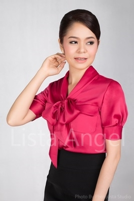เสื้อผ้าผิวไหมสีแดง