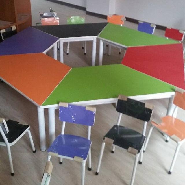 โต๊ะกิจกรรมเด็ก โครงขาเหล็กหน้าโฟเมก้าสี ทนทานแช็ง เด็กเล็กความสูง 50 / โด็กโตความสูง 75 ซม. มาตรฐาน