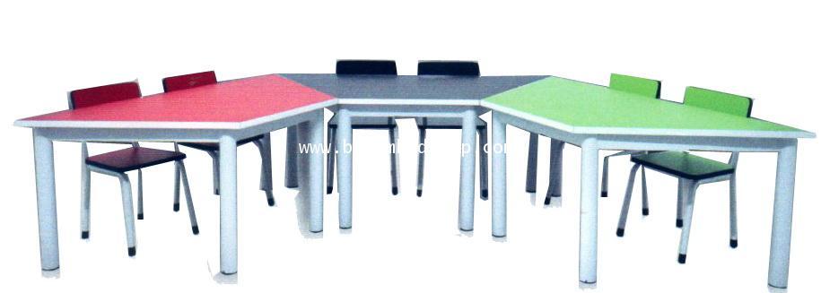 โต๊ะเขียนหนังสือเด็กอนุบาล 1 ชุดประกอบด้วยโต๊ะ 1 + เก้าอี้ 2 ตัว