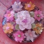 ชุดดอกไม้เล็กและดอกบัว ในจานขนาด 10x10x4 cm.