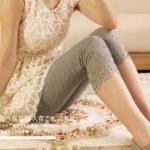 กางเกงคนท้อง ห้าส่วนแนวหวาน ปลายขาฉลุลายดอกไม้ สีเทา