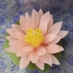เทียนดอกบัวสายสัส้มอ่อน จนาด 7x7x7 cm. 1 set