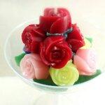 ช่อเทียนดอกกุหลาบเล็กๆ จัดใส่ถ้วยพลาสติกมาการิต้า ขนาด 11x11x18 cm.
