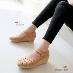 รองเท้าคัทชูส้นเตารีด ลานลูกไม้ สไตล์เนปาล สวยหวาน (สีแทน )
