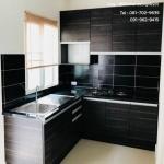 Wooden Modern Kitchen (ชุดครัวบิวท์อินลายไม้สีเข้มสไตล์โมเดิร์น)