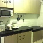 Modern Wooden Kitchen (บิวท์ทับโครงปูนหน้าบานลายไม้สไตล์โมเดิร์น)
