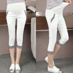 กางเกงเลกกิ้งคนท้อง ห้าส่วน เพิ่มความเก๋ด้วยขอบขา+กระเป๋าแต่งลายผ้า สีขาว