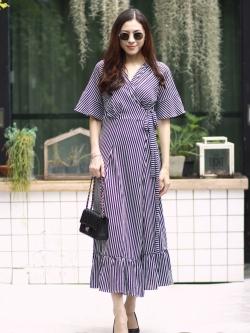 MD0034 เสื้อผ้าแฟชั่นเกาหลี เดรสเกาหลี เดรสยาว เดรสแฟชั่น แม็กซี่เดรส Maxidress เดรสลายทาง Maxi Dress (สีกรม)
