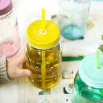 (ตำหนิ) ขวดแก้วทรงสูงสีพาสเทล Treein Art แก้วน้ำแบบมีฝา พร้อมหลอด (สีเหลือง)