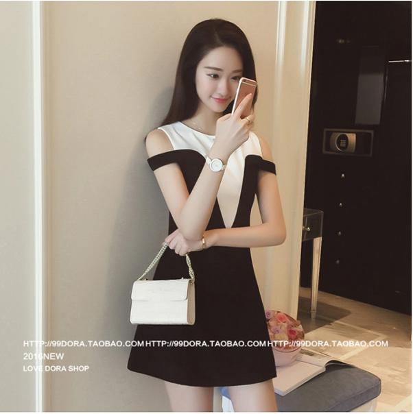 ชุดเดรสแฟชันเกาหลีเปิดไหล่สีขาวดำกระโปรงบานเข้ารูป