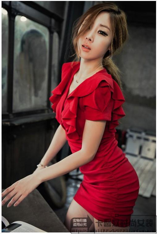 รับตัวแทนจำหน่ายชุดเดรสแฟชั่นสีแดงเข้ารูปสุดเซ็กซี่