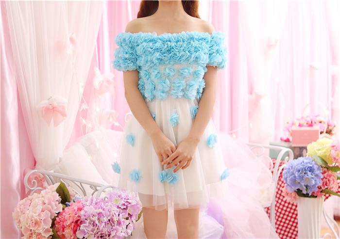 ชุดเดรสแฟชั่นสไตล์คุณหนูไฮโซสีขาวดอกไม้สีฟ้าน่ารักๆ