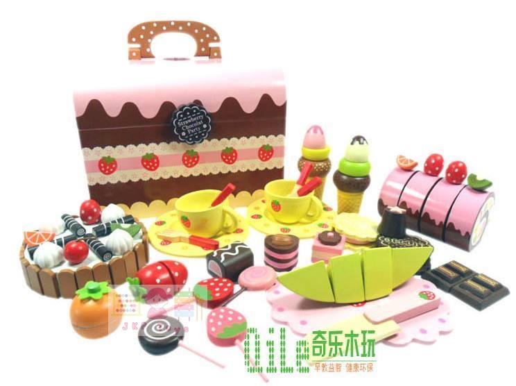 ชุดกล่องขนมสตรอเบอร์รี่ช็อคโกแลตปาร์ตี้