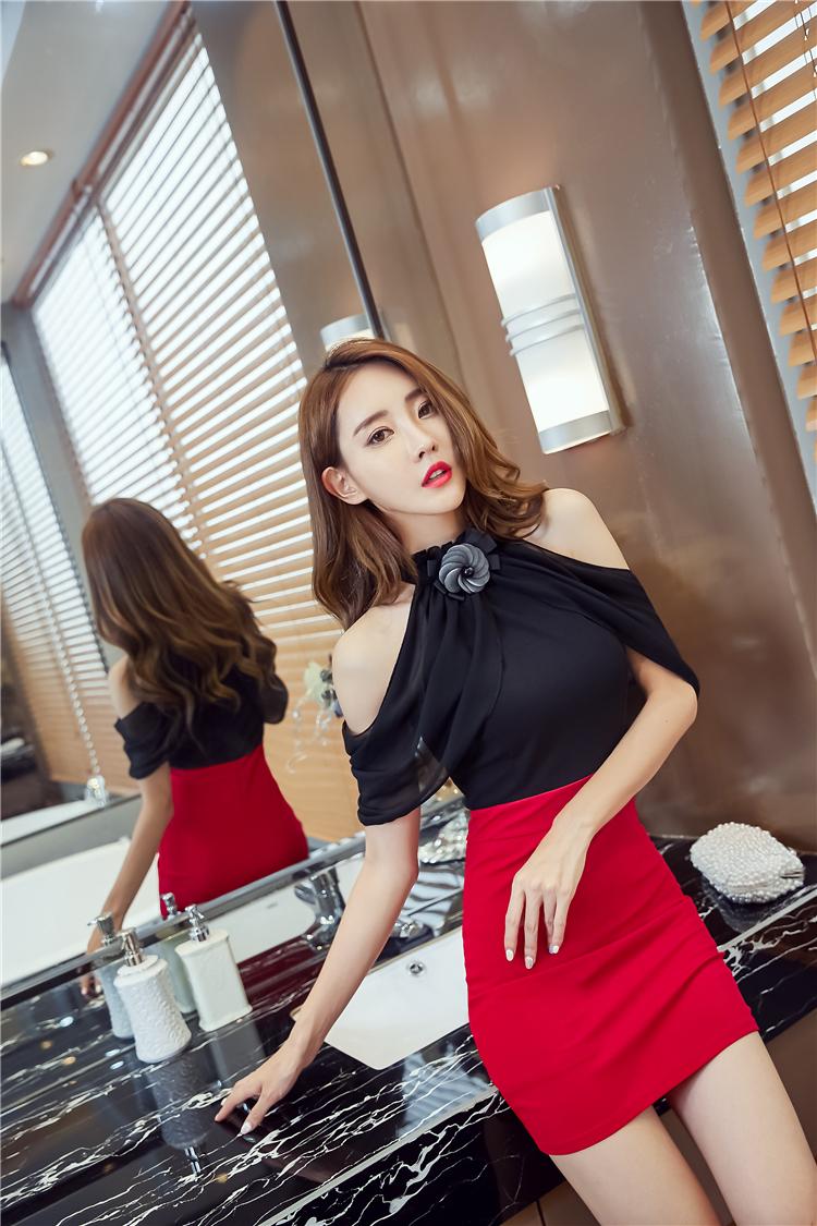ชุดเดรสแฟชั่นสีดำกระโปรงสีแดงน่ารักๆ