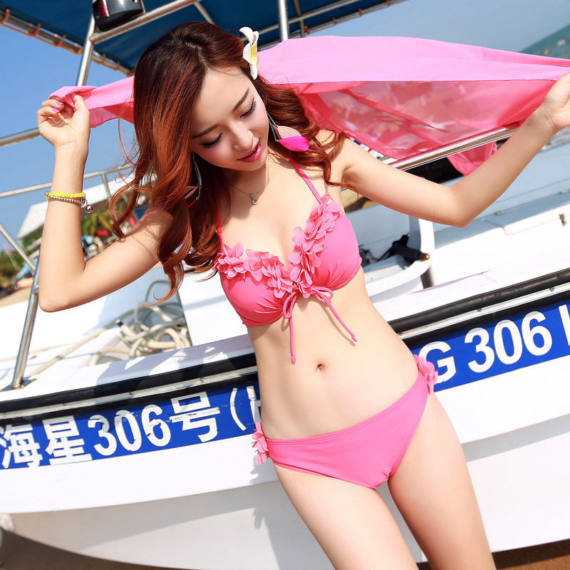 ชุดว่ายน้ำสีชมพูทรูพีซ
