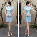 ชุดกี่เพ้าคอจีนแขนสั้น ลายดอกไม้สีฟ้าอ่อน