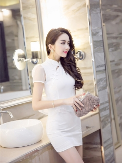 ชุดเดรสสั้นแฟชั่นเกาหลีคอจีนสีขาวแขนและเอวเย็นติดด้วยผ้าแก้ว