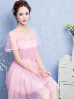 ชุดราตรีสั้นสีชมพูชุดไปงานแต่งงานช่วงบนประดับด้วยผ้าลูกไม้