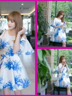 ชุดเดรสแฟชั่นเกาหลีสไตล์คุณหนูเป็นชุดสีขาวลายสีฟ้า