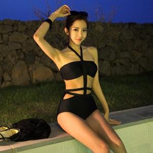 ชุดว่ายน้ำวันพีชสีดำอกเสริมฟองน้ำพร้อมเชือกผูกคอเอวเย็บติดด้วยยางยืด