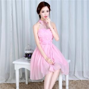 ชุดราตรีสั้นสีชมพูน่ารักมีสายคล้องคอ เป็นผ้าซาตินทั้งชุด